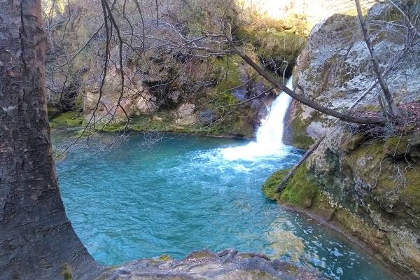 Cascada color turquesa del Río Urederra