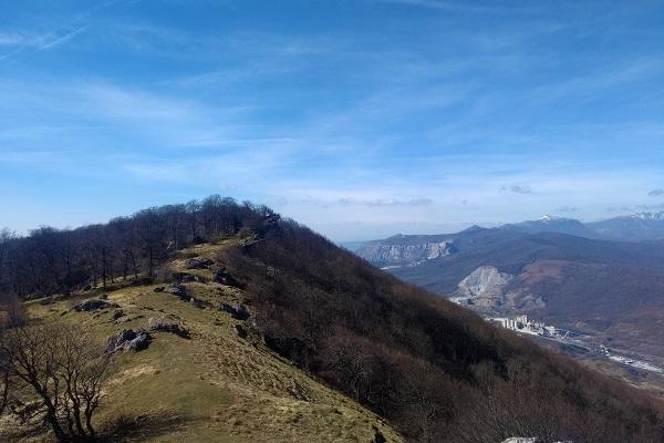 Cresta Tontorraundi con los Montes de Altzania, Aratz y Sierra de Aizkorri al fondo