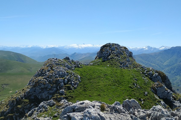 Vista de los Pirineos desde la cima