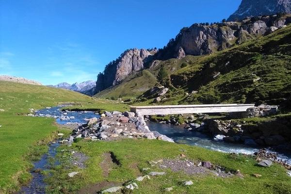 Puente en Tour des Lacs d´Ayous
