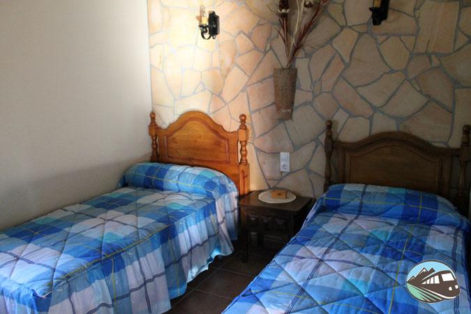 """Dormitorios de la Casa Rural """"La Solana de Turón"""""""