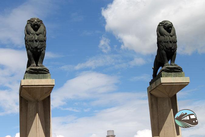 Leones del puente de piedra - Zaragoza