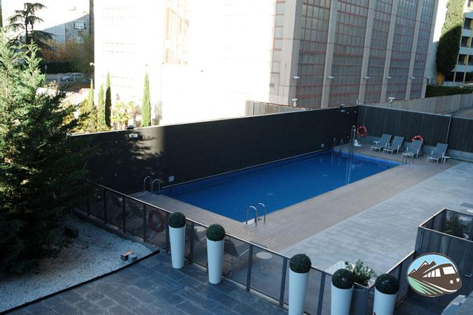 Piscina – Hotel Ilunion Atrium