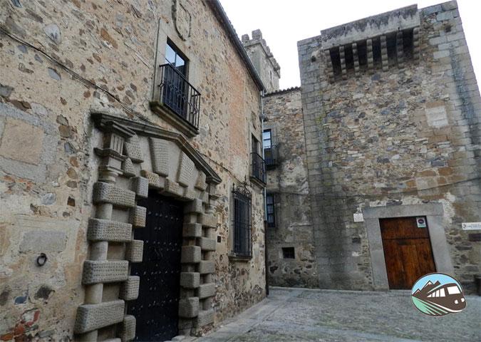 Palacio de los Golfines de Arriba - Cáceres
