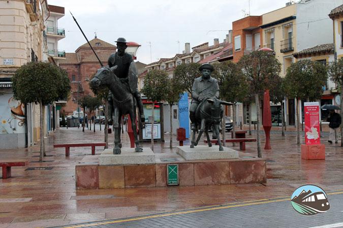 La escultura de Quijote y Sancho – Alcázar de San Juan