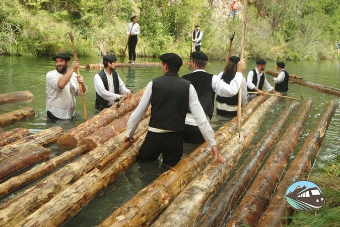 Montando en tronco - Fiesta de los gancheros