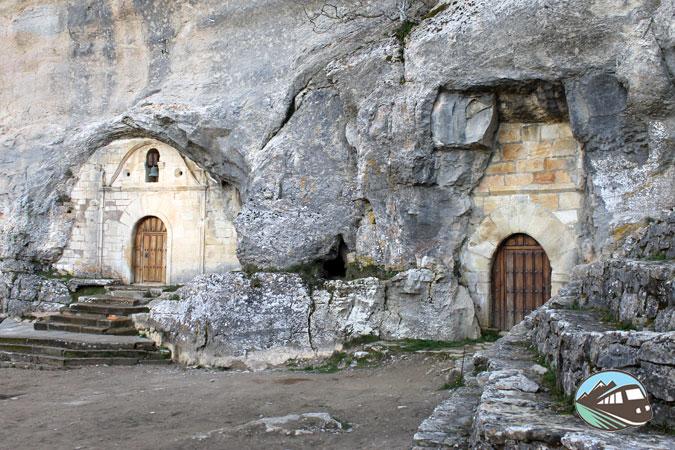 Ermita de San Tirso y Bernabé - Ojo Guareña