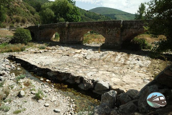 Puente sobre el río Oja