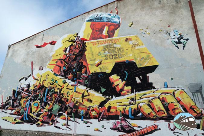 Mural del robot gigante - El Provencio