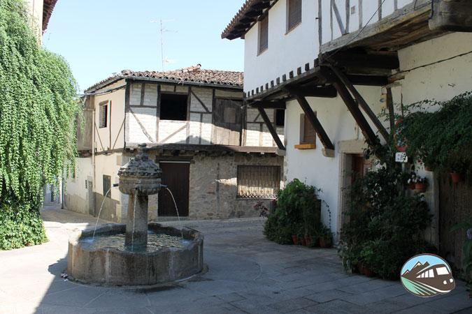 Plaza de la Fuente de los Chorros - Cuacos de Yuste