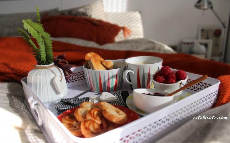 un-desayuno-romántico-en-la-cama-rutchicote