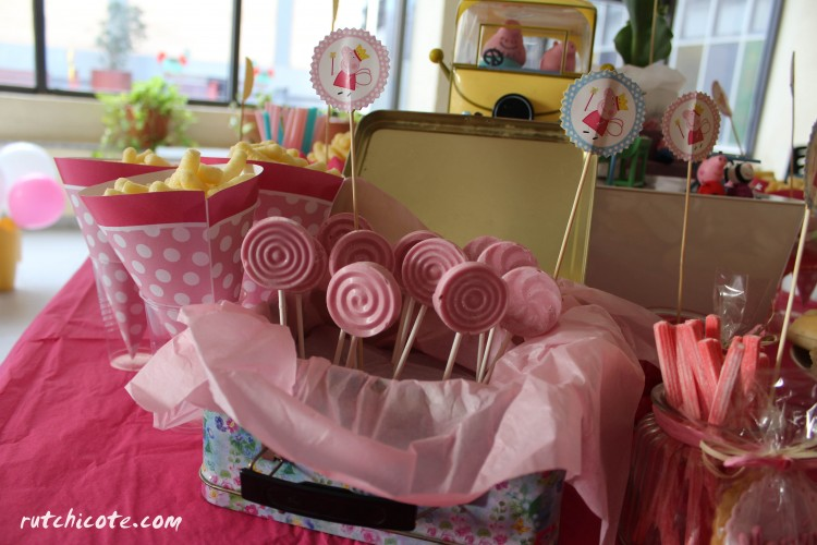 Fiesta infantil Pepa pig-detalles-piruletas de choco rosa