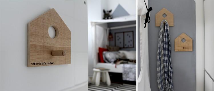Ideas-para-decorar-una-habitación-infantil-percheros-de-madera