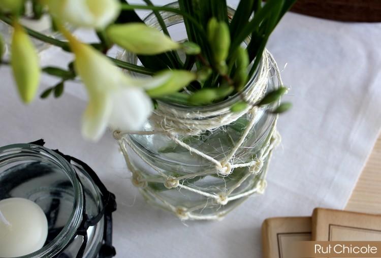 Florero-decorado-con-macrame