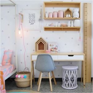 Zona de estudio para una habitación infantil