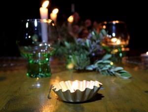 Centro de mesa otoñal con antiguos moldes de magdalenas