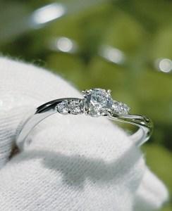 婚約指輪 エンゲージリング(ひねり+サイドメレタイプⅡ)