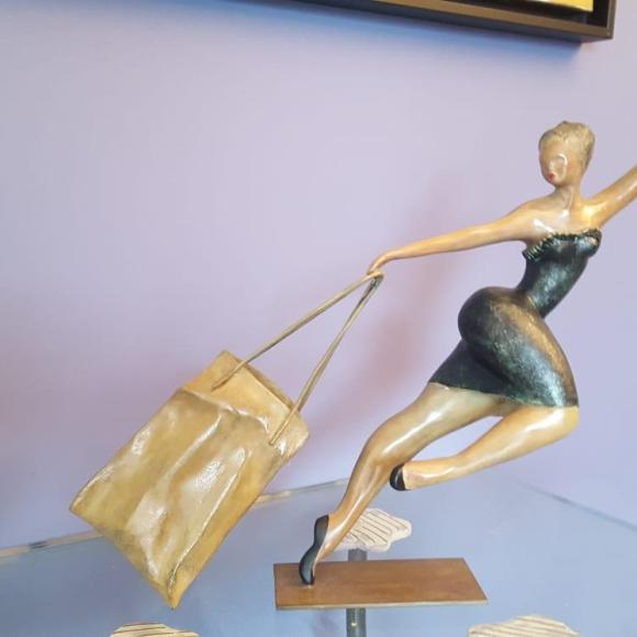 Big Parisienne II - bronze 1700 x 2000 x 700cm - Ruth Gallery Luxembourg - Françoise Abraham