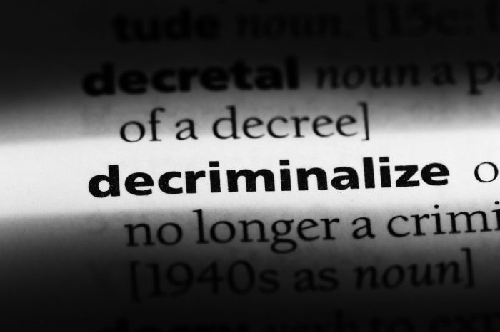 Decriminalize definition in dictionary