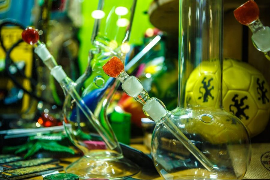 bongs, cannabis, bong, medical cannabis, recreational cannabis, cannabis consumption, vaporizers, joints, THC
