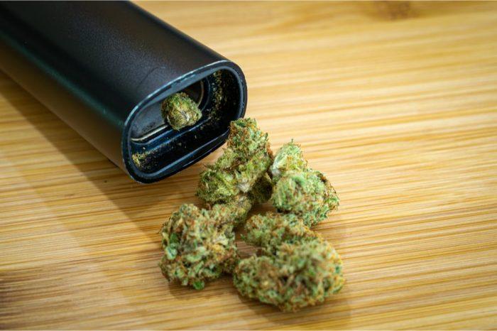 dry herb vaporizer and marijuana nugs