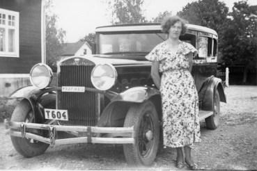 KarinEdvardsson, Högstrand,Sälen vid Lundgrens taxi. År 1934 el 1935