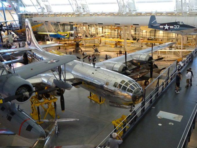 B29戦略爆撃機エノラゲイ