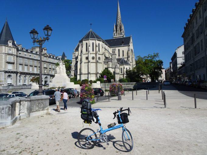 Paroisse Saint Martinポーの教会