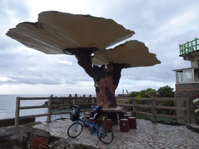 紅柴坑漁港のベンチ
