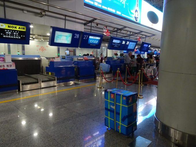 中国国際航空出発カウンターでトランジットホテル