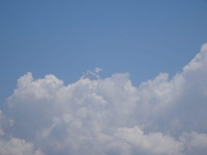 少しだけヒマラヤ山脈が見えました