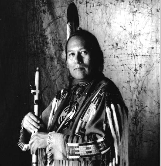 R. Carlos NAKAI - La flûte enchanteuse à la croisée des chemins et des canyons