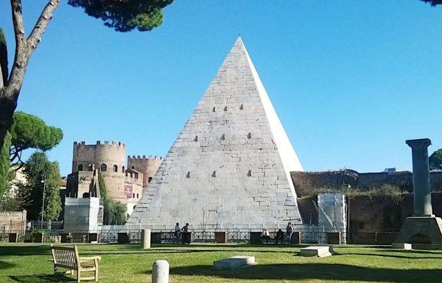 Piramida Gajusa Cestiusza 1