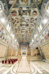 Kaplica Sykstyńska przygotowana na konklawe
