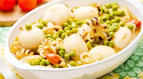 Seppie con piselli - duszone mątwy z zielonym groszkiem
