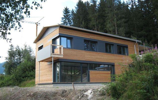 Haus in Aurach (Tirol), Holzrahmenbauweise mit außenliegender Dämmung