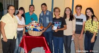 Ganhadores do bingo e equipe da Escola Antônio Gomes
