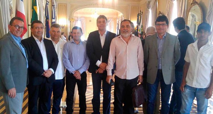 Djalma Alves e prefeitos na entrega dos equipamentos do Pernambuco Mais Produtivo – Foto: Reprodução