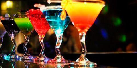 """Drinks coloridos viram inspiração para novo """"anticoncepcional"""" masculino"""