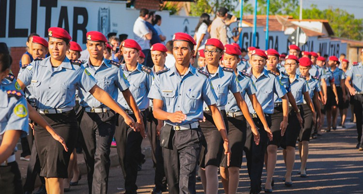 Bolsonaro reforça promessa de construir um colégio militar em cada capital