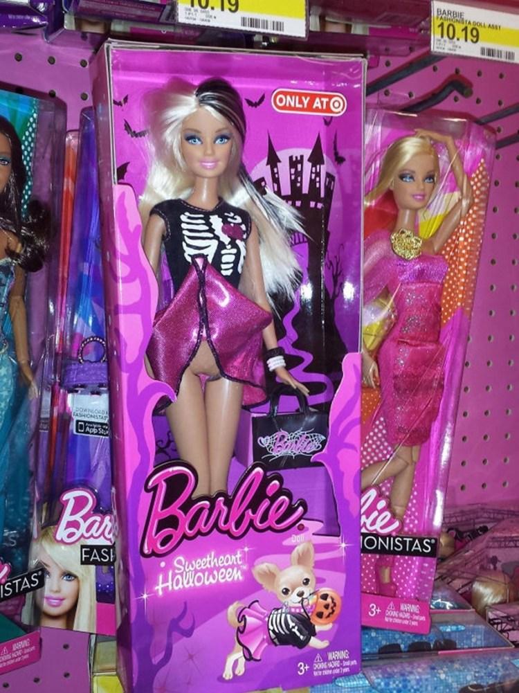 7 - E até mesmo boneca mostrando mais do que devia
