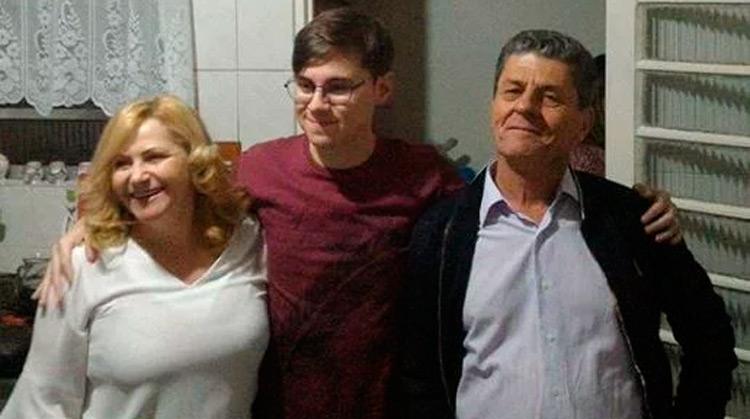 Rafael Miguel com os pais - Reprodução
