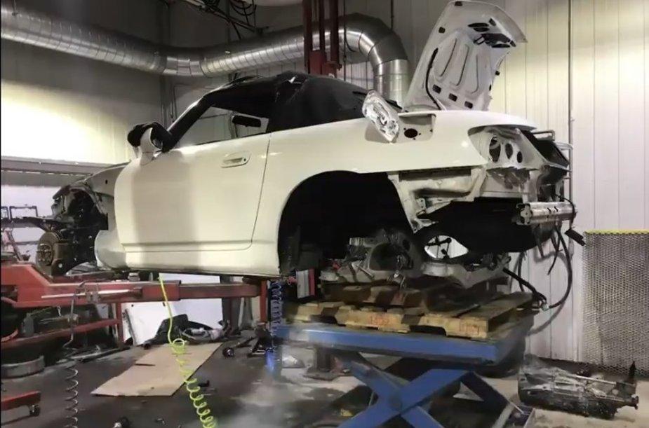 Honda S2000 Tesla Build Apart