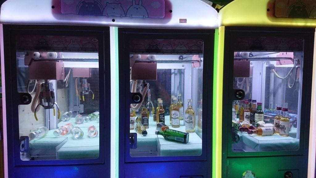 財神娛樂城-娃娃機什麼都能抓?酒品、煙火等18禁產品入侵