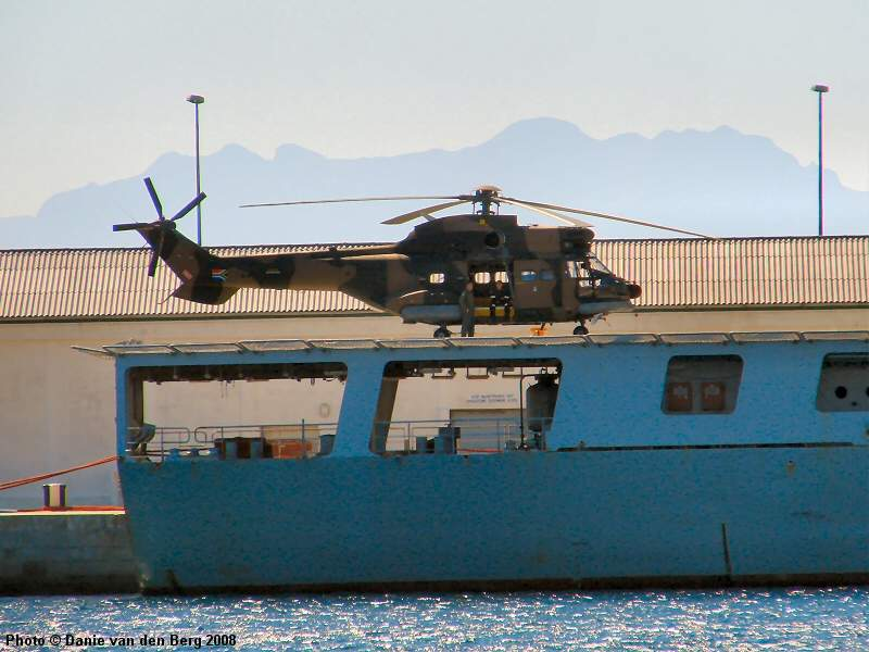 https://i2.wp.com/www.sa-transport.co.za/military/navy/san/a-301_sas_drakensberg_05_dvdb08.JPG