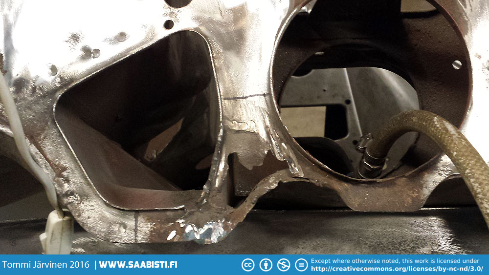 The Saab 99/900 driveshaft tunnel in it's normal condition :D