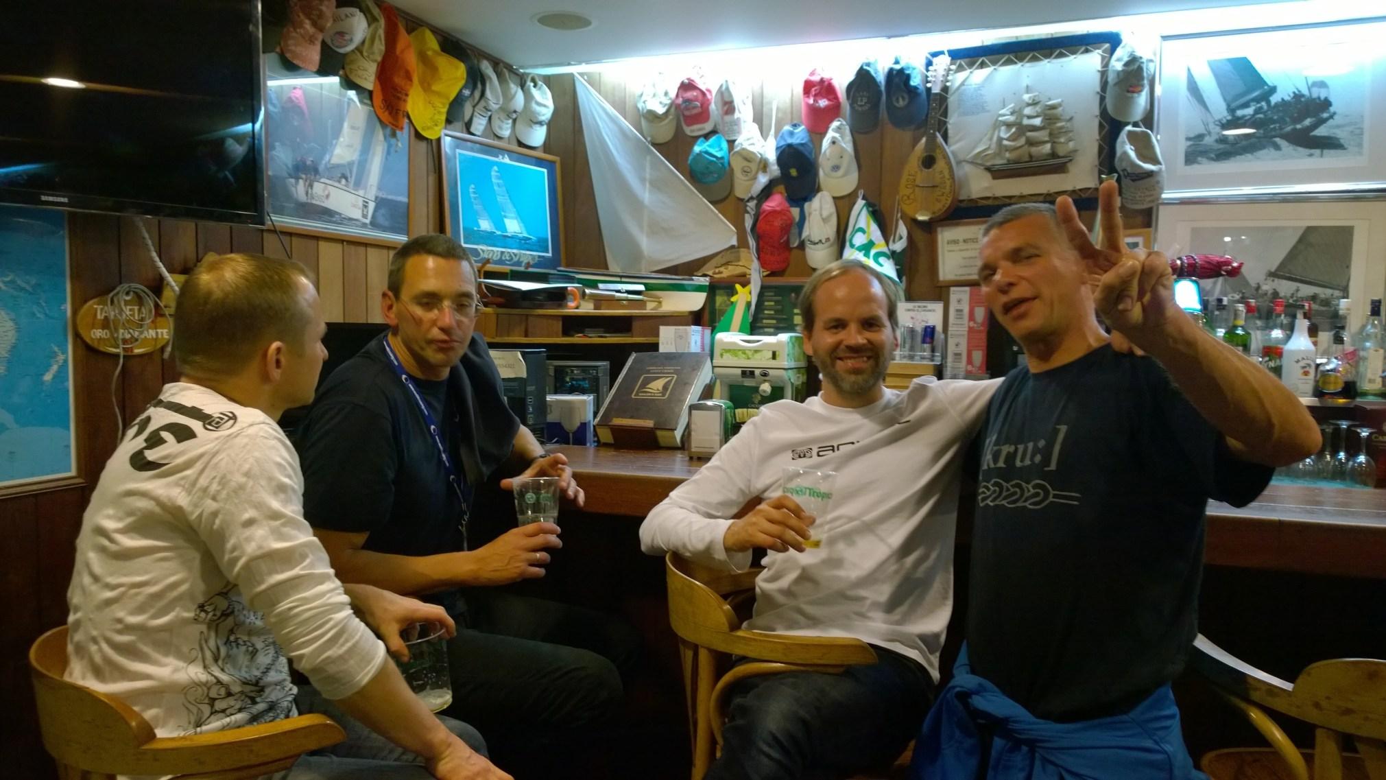 Jatkoimme iltaa Sailor Barissa saksalaisen Bavarian miehistön kanssa.