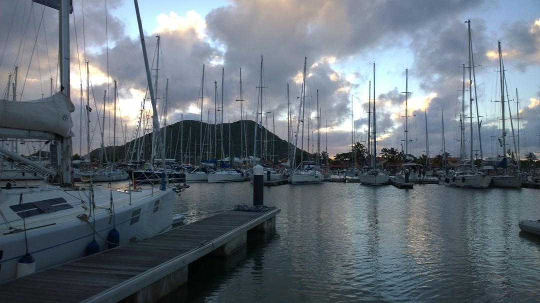 St Lucian sataman ympärillä on nätit maisemat