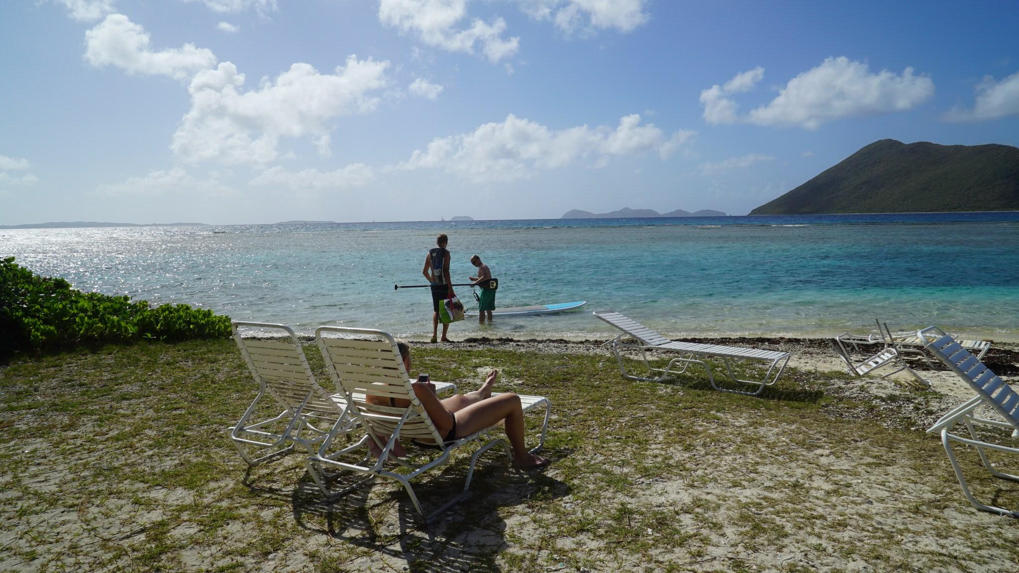 Marine Caylla käytiin rentoutumassa ja suppailemassa. Tietenkin Jaakolle ja Sallalle tuli saaren kiertokilpailu. Tasapeli!