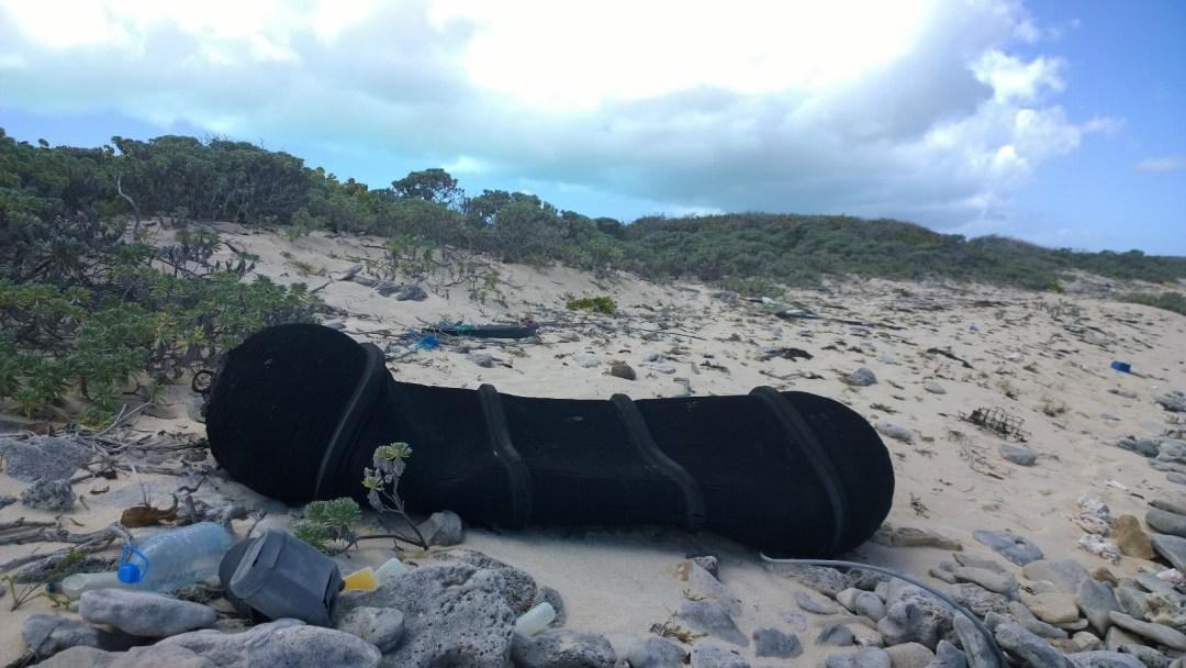 Joku oli hukannut fenderinsä veneestä. Tällä fenderillä oli kokoa yli kaksi metriä, joten se oli vähän isommasta paatista.